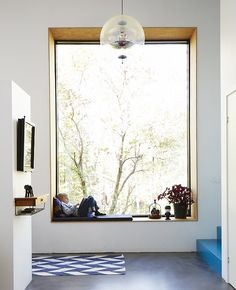 WINDOWS Large window seat, brightens the room, from Paul Massey. MoreLarge window seat, brightens the room, from Paul Massey. Interior Architecture, Interior And Exterior, Interior Design, Residential Architecture, Residential Windows, Interior Office, Gold Interior, Interior Trim, Diy Interior