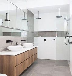 Loving the wall length niche with a feature tile for storing all the lotions and potions / idée décoration maison - salle de bain moderne double vasques tendance Gray And White Bathroom, Grey Bathrooms, Modern Bathroom, Small Bathroom, Mirror Bathroom, Bathroom Vanities, Vanity Mirrors, Bathroom Showers, Grey Floor Tiles Bathroom