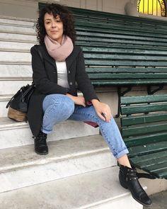 👉🏼 #LookBásico 😊 -Pantalón destroyer -Remera básica - Saco gris 👉🏼 El look es muy básico, pero con detalles que hacen toda la diferencia. 👀El pantalón doblado (ya es un clásico) y el rosita en la bufanda y del interior del saco, agregan puntos de color al outfit 😉  #Basicos #lookdeldia #lookoftheday #outfit #outfitideas #outfitoftheday #ootd #basicootd #buenosairesfashion #fashion #fashionTip #fashionideas #fashiontrends #fashionblogger #blogger #bloggertips #bloggerargentina…