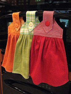 Oven Hand Towels - instructions from kleiosbelly. Dish Towel Crafts, Dish Towels, Hand Towels, Sewing Hacks, Sewing Tutorials, Sewing Crafts, Sewing Patterns, Kitchen Towels Hanging, Hanging Towels
