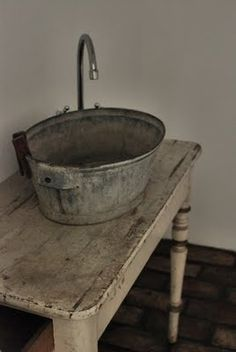 Could be fun to make bathroom in attic very basic with a galvanized bucket sink on an old table. Rustic chic decor in the most underdone way. (Not the sink but yes to the table! Primitive Bathrooms, Rustic Bathrooms, Modern Bathrooms, Small Bathrooms, Bucket Sink, Water Bucket, Ideas Dormitorios, Rustic Chic Decor, Prim Decor