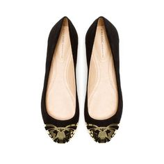 A flash of gold at the toe for an upgraded black flat! // BALLERINA WITH METAL TOE CAP
