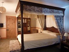 Four Poster bed at Sink Green Farm, Herefordshire