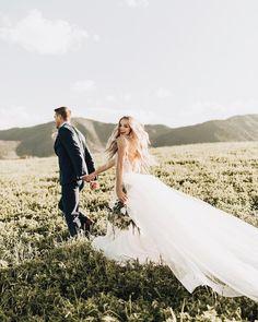 Mountain Wedding Venues in Colorado. Wedding Photography Checklist, Outdoor Wedding Photography, Wedding Photography Styles, Mehendi Photography, Couple Photography, Photography Ideas, Outdoor Weddings, Outdoor Ceremony, Cowboy Weddings