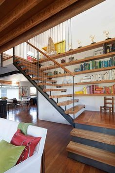 Stunning 31 Cozy Venice House Design Ideas With Interior And Exterior Living. Staircase Storage, Stair Storage, Staircase Design, Wood Staircase, Floating Staircase, Venice House, Escalier Design, House And Home Magazine, Green Building
