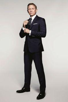 """A Gillette convidou Jany Temime, figurinista dos filmes 007 e uma das maiores especialistas da área em Hollywood, para produzir um guia de estilo que prepare o homem para """"os momentos Bond&#8…"""