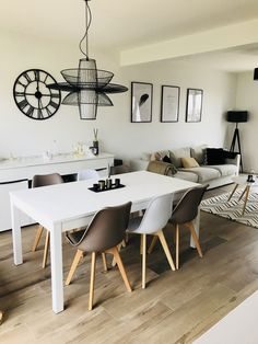 8 beste Übungen, um Achselhöhlenfett schnell zu reduzieren – Pose du lustre salle à manger - Ikea Living Room, Living Room Modern, Home And Living, Living Room Inspiration, Home Decor Inspiration, Dinner Room, Interior Design Living Room, Interior Livingroom, Sweet Home