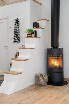 Fireplace like the stair feature - good for the studio