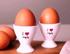 """Αυγά, η σούπερ τροφή Μία """"έμπειρη"""" κότα μπορεί να γεννήσει μέχρι 300 μεσαίου προς μεγάλου μεγέθους αυγά το χρόνο, ακόμα και αν δε γυρίσει κόκκορας να την κοιτάξει. Τα αυγά…"""