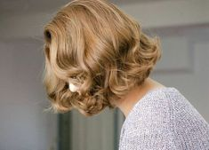 Pretty cute hairstyle ideas for short hair - Hair Styles 2019 Wavy Bobs, Blonde Bobs, Blonde Curly Bob, Brunette Bob, Dark Blonde, Short Curled Hair, Curled Bob, Short Hair Waves, Curly Short