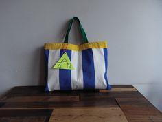 「こどもあつかいしないで!」をテーマにこどもっぽくないこどものLesson bagを作りましたリバーシブル仕様の1点ものです42cm×31cmボー...|ハンドメイド、手作り、手仕事品の通販・販売・購入ならCreema。