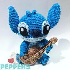 Nuestro pequeño stitch con ukelele es uno de los más tiernos del mundo! Ukelele, Tweety, Crochet Hats, Stitch, Fictional Characters, World, Amigurumi, Knitting Hats, Full Stop
