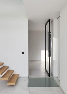 """Porte vitrée sur pivot moderne avec des profiles en aluminium anodisé """"style atelier"""""""