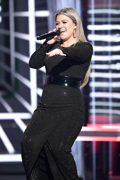 Kelly Clarkson dons sexy dress before Billboard Music Awards host gig Music Collage, Kelly Clarkson, Billboard Music Awards, Badass Women, Queen, Female Singers, Celebs, Celebrities, Role Models