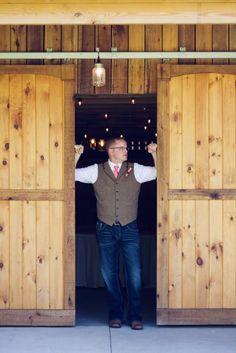 #groom #barndoors #amandatranbargerphotography #zyntangofarm #barnwedding