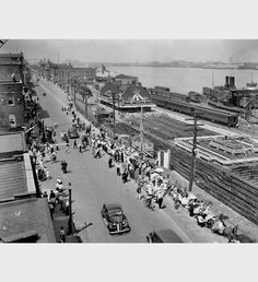 If a 1939 - The old C.N. Railway Station on Windsor's Detroit River waterfront. (Now the Festival Plaza)
