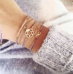 Nice Spring 2019 Trends Hiding In Your Close - Jewellery Hand Jewelry, Dainty Jewelry, Bling Jewelry, Jewelry Accessories, Handmade Jewelry, Jewelry Design, Jewellery, Simple Bracelets, Seed Bead Bracelets