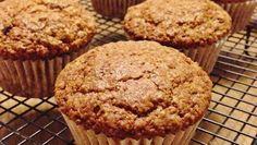 """Unos sabrosos """"Muffins de avena y proteína"""",  una deliciosa manera de potenciar nuestro desarrollo muscular. ¿Se te hace la boca agua? Pues no esperes más y empieza a cocinar de la manera más divertida y nutritiva. Pásate por nuestro blog: http://vive-mejor.es/2014/07/10/receta-de-muffins-de-avena-y-proteina/"""