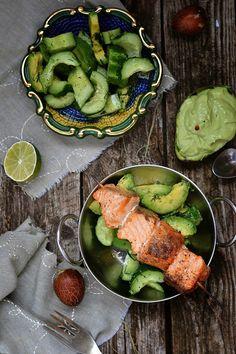 Spiedini di salmone con insalata di avocado e cetrioli | Caramel à la fleur de sel