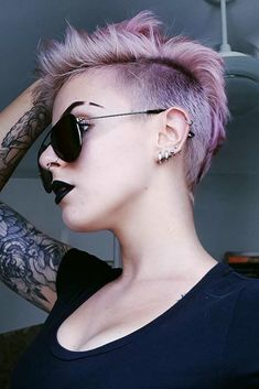 Disconnected undercut hairstyles are particularly trendy this season. Such haircuts are quite extreme, with some areas cut really short or shaven. Undercuts are popular among men, but women keep up, as well. Would you like to try something oh-so-daring? Pick a cool undercut here. #haircuts #shorthaircuts #undercut
