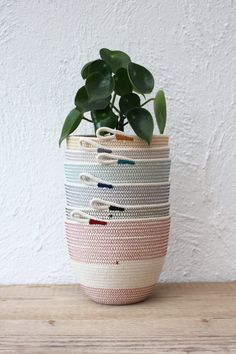 For medium sized plants, or for table top storage Used Cardboard Boxes, Rope Basket, Biro, Cotton Rope, Sewing Techniques, Stripes Design, Tissue Paper, Planter Pots, Recycling