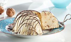 Cremiges Eisdessert mit karamellisierten Walnüssen