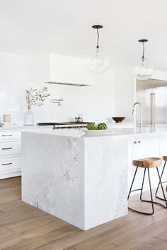 Modern Kitchen Interior A waterfall counter top turned traditional. This twist on the modern waterfall counter top provides an excellent separation of space between kitchen and bar. White Kitchen Appliances, Interior Design Kitchen, Home Decor Kitchen, New Kitchen, White Kitchen Design, Minimalist Kitchen, Kitchen Remodel, Kitchen Renovation, Modern Kitchen Design