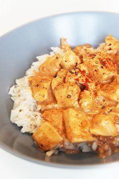 Me voilà aujourd'hui avec une recette indienne très célèbre : le poulet tandoori. Je ne sais pas vous, mais moi quand je suis devant la carte d'un restaurant indien, je suis incapable de faire la différence entre vindaloo, tandoori, masala... Quoiqu'il en soit, je sais que ça sera plein d'épices et super bon, donc je…