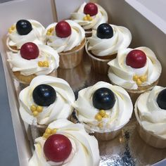 Cupcakes personalizados. Cheesecake, Pudding, Desserts, Food, Personalised Cupcakes, Fondant Cakes, Lolly Cake, Dulce De Leche, Candy Stations