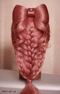 Красивая длинная коса с бантом