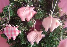 lucky pigs * tree decorations * Christmas decorations * - DIY and crafts - Christmas Sewing, Felt Christmas, Christmas Holidays, Christmas Crafts, Christmas Ornaments, Pig Crafts, Cute Crafts, Diy And Crafts, Crafts For Kids