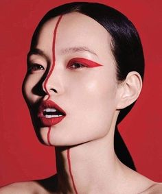 Ling Liu Model's glowing makeup looks great in Vogue China. Aspiring star Ling Liu appears on the pages of the September 2017 issue of Vogue China. The Chinese model combines daring make-up looks Vogue China, Makeup Inspo, Makeup Inspiration, Beauty Makeup, Vogue Makeup, Vogue Beauty, Beauty Photography, Creative Makeup Photography, Fashion Makeup Photography