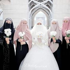Muslimah Wedding Dress, Muslim Wedding Dresses, Muslim Brides, Muslim Dress, Dark Green Long Dress, Niqab, Wedding Hijab Styles, Wedding Dress Suit, Islam Women