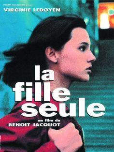 La fille seule est un film de Benoît Jacquot avec Virginie Ledoyen, Benoît Magimel. Synopsis : Après avoir revu son partenaire, une jeune fille enceinte décide d'élever seule son enfant.