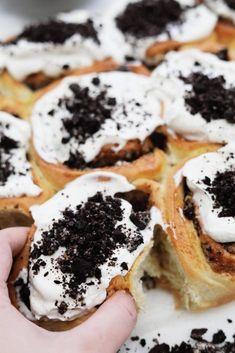 Opskrfift på snaskede snegle med Oreo og vanilje frosting Oreos, Love Cake, Cookies, Ethnic Recipes, Crack Crackers, Cookie Recipes, Biscotti, Fortune Cookie