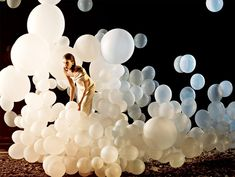 lots of balloons-A cool engagement photo idea?