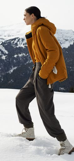 Hermès - Vestiaire d'Hiver 2013. Quilted hooded parka in curry-yellow technical canvas, masculine trousers in bark-brown cashmere flannel. #hermes #fashion #skiwear Ski Fashion, Winter Fashion, News Fashion, Ski Gear, Snow Bunnies, Bunny, Apres Ski, Hooded Parka, Canada Goose Jackets