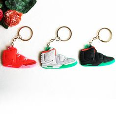 Yeezy 2 Key Chain, Silicone Sneaker Keychain Key Chain Keyring Key Holder for Woman and Girl Gifts Llaveros Mujer