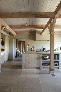 wooden kitchen Nature chic – cuisine bois clair et béton ciré Wooden Kitchen, Rustic Kitchen, Kitchen Decor, Kitchen Ideas, Kitchen Pics, Barn Kitchen, Concrete Kitchen, Kitchen Modern, Concrete Countertops