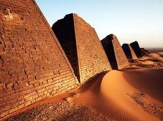 DIWINKALLVU-LU1UDP-FOTO DE ANDREW CONNELL-pirámides construidas hace dos milenios anillo de Meroe, capital de antaño de la legendaria reino Kush de Sudán