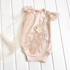 cod103 Peach-rose baby romper with luxury embroidery and