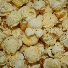 Our freshly popped gourmet White Cheddar flavored Popcorn is seasoned with savory ranch dressing seasonings. Gourmet popcorn with that is a savory cheese lovers favorite! Gluten Free - Contains Dairy