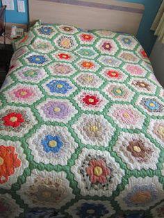 grandmother's garden amish quilt patterns | Missy's Homemaking Adventures: Grandmother's Flower Garden Quilt