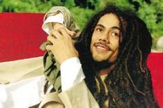Listen to music from Damian Marley like Welcome to Jamrock, Road To Zion & more. Find the latest tracks, albums, and images from Damian Marley. Damian Marley, Bob Marley Sons, Marley Brothers, Reggae Bob Marley, Marley Family, Natural Afro Hairstyles, Natural Hair Styles, Bob Marley Mellow Mood, Dreadlocks