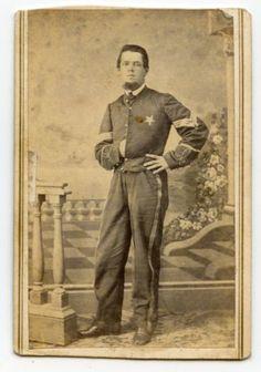 1860s-CIVIL-WAR-cdv-INDIANA-Sergeant-w-FANCY-Uniform-by-RUGGLES-Vevay-INDIANA