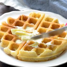 Light and crispy and so easy! We love these waffles on weekend mornings! Light and crispy and so easy! We love these waffles on weekend mornings! Best Belgian Waffle Recipe, Best Waffle Recipe, Waffle Maker Recipes, Waffle Recipe Ina Garten, Waffle Recipe Pioneer Woman, Breakfast Waffles, Breakfast Recipes, Mexican Breakfast, Pancake Recipes