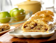 With this Shortcut Apple Strudel recipe from Campbell's Kitchen you can whip up some old-fashioned goodness for your family in practically no time! Made with prepared puff pastry crust, this is one of the easiest apple strudel recipes ever. Strudel Recipes, Puff Pastry Recipes, Puff Pastries, Sweet Pastries, Danish Pastries, Pepperidge Farm Puff Pastry, Brownie, Sliced Almonds, Apple Recipes