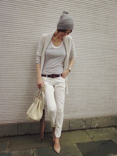 Maki's wardrobe の画像|田丸麻紀オフィシャルブログ Powered by Ameba Japanese Models, Japanese Fashion, Simple Outfits, Stylish Outfits, Short Hair Outfits, Classic Chic, Comfy Casual, White Pants, Asian Style