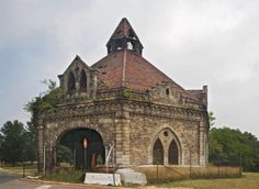 One of my favs...the Valve House at Clifton Park on Saint Lo Drive.  Did you know that Baltimore was the second most populated city during the 1800's...second to New York.  It was a most thriving city....with it's ports.
