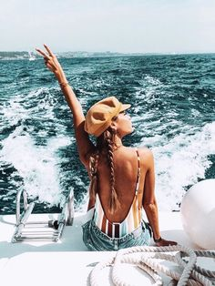 Dreaming of yachts boats and beach adventures 10 Summer Fashion Mistakes to Avoid Summer Girls, Summer Time, Summer Things, Outfit Essentials, Surfer Girl Style, Beach Adventure, Summer Photos, Girl Next Door, Beach Pictures